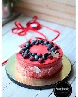 Торт на заказ с ягодами