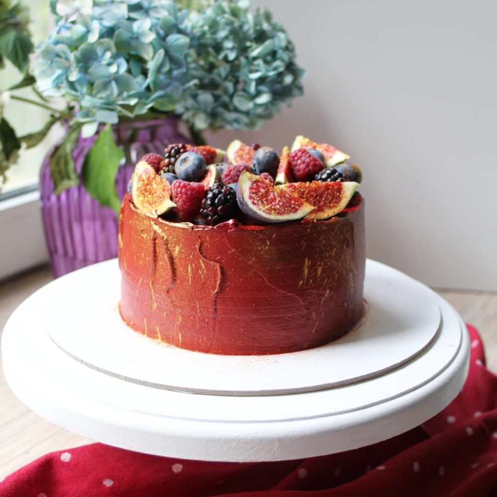 бордовый торт