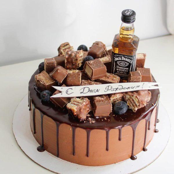 торт с бутылочкой алкоголя