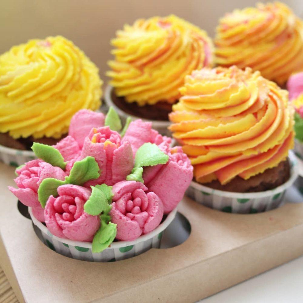 Капкейки с цветами на заказ в спб