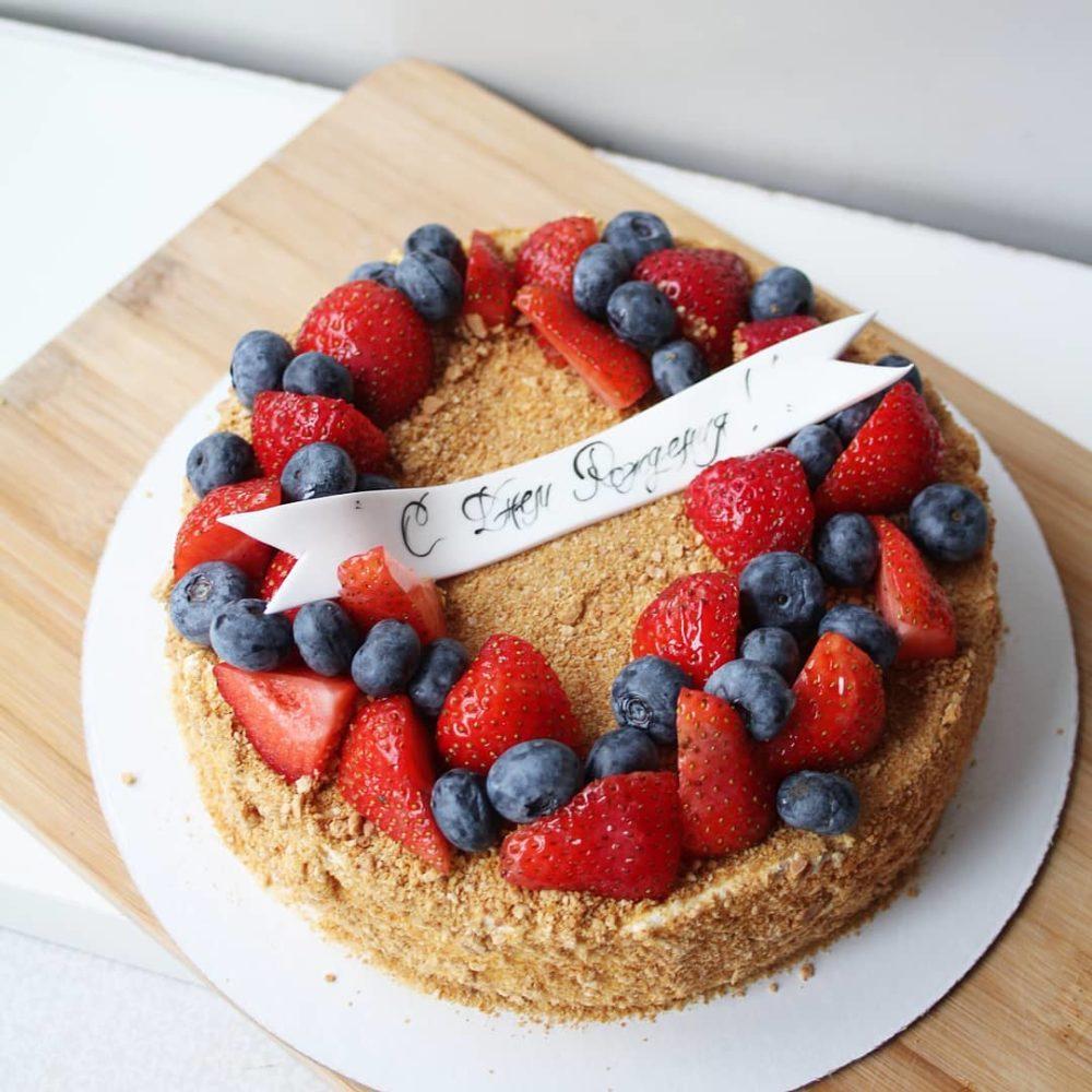 торт медовик с ягодами на заказ в спб