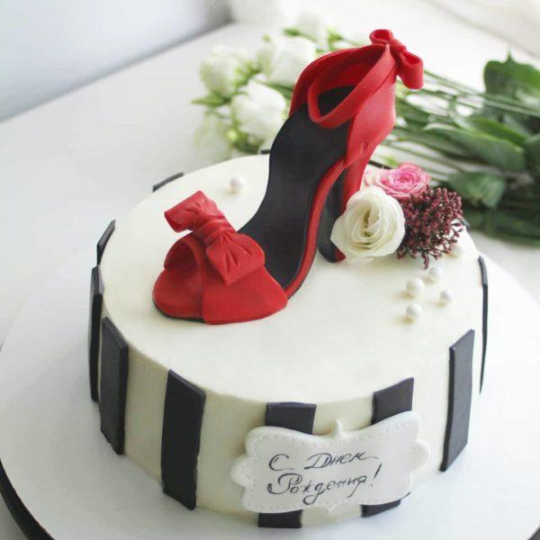 торт с туфлей