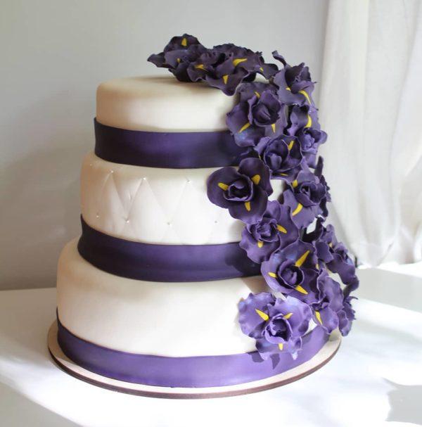 Многоярусный свадебный торт с мастикой