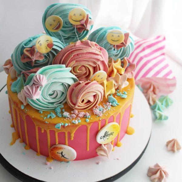 торт со смайликами