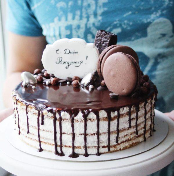 торт с шоколадками на день рождения