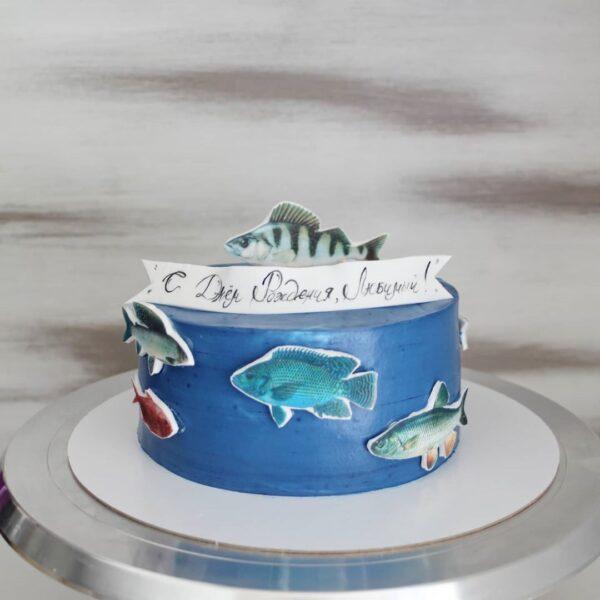 синий торт с рыбами