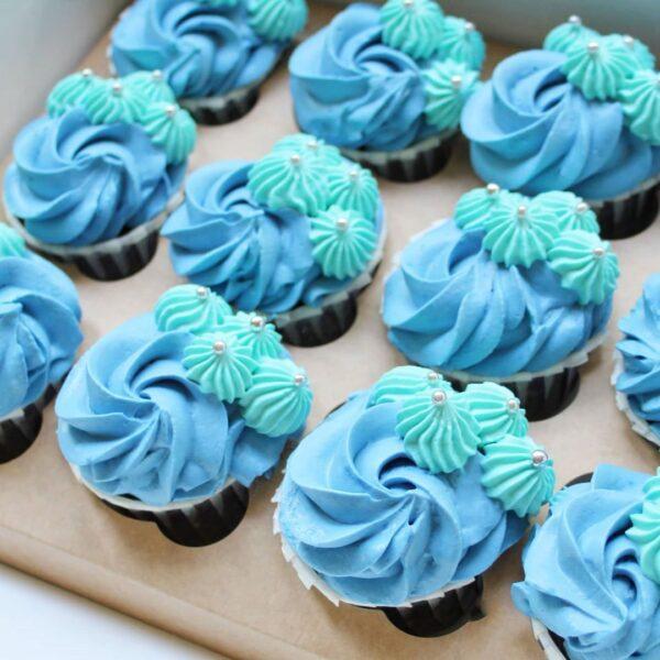 синие капкейки
