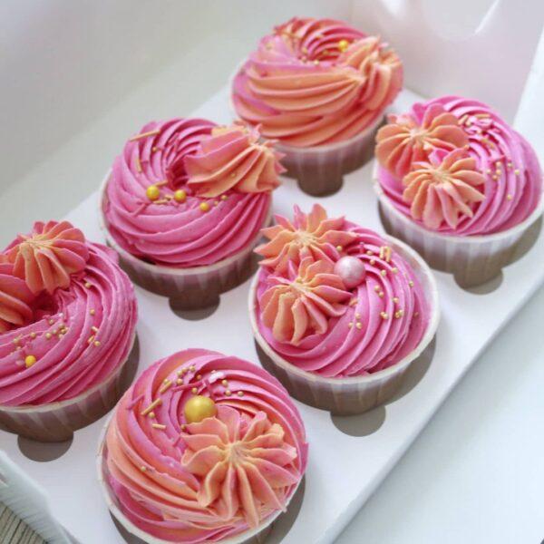 розовые капкейки
